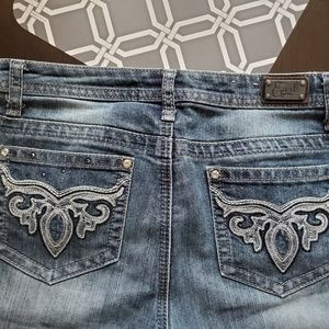 Earl Jean's | Size 10 Embroidered Jeans
